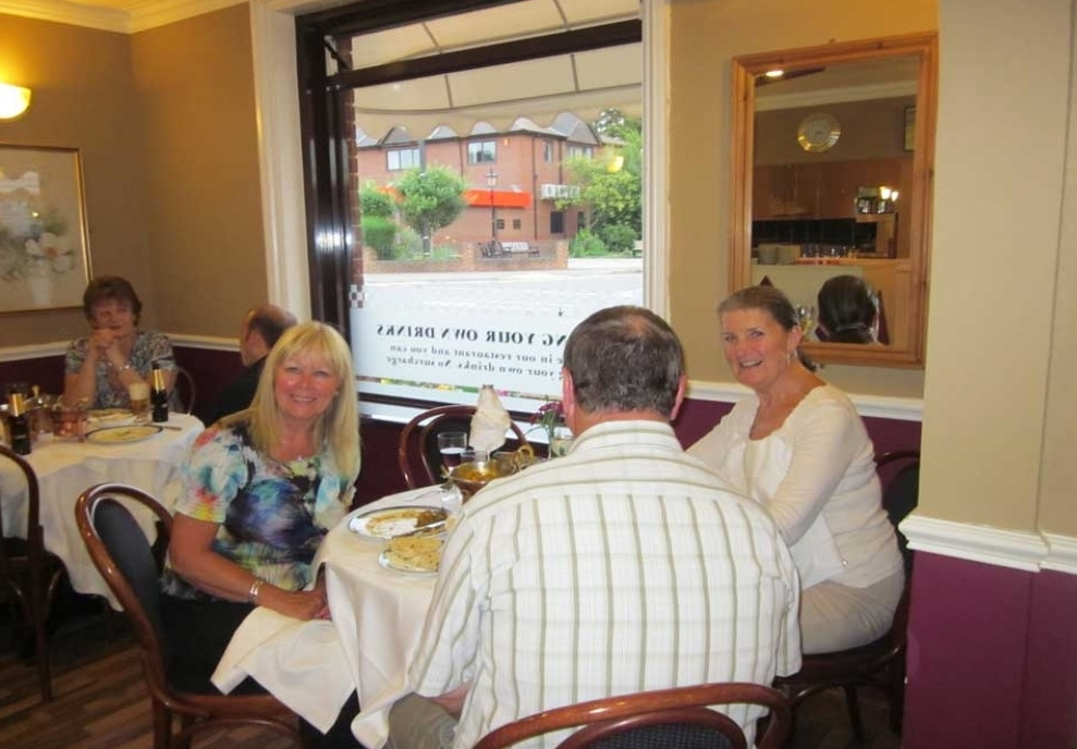 customers enjoying dinner at the mitas twyford berkshire